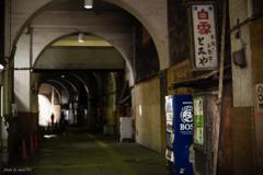 鶴見線国道駅ガード下