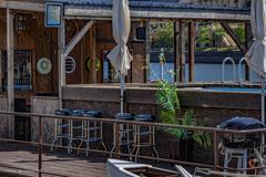 港のカフェバー