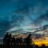 夕日を撮る人々