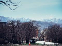 残雪の山並み遥か