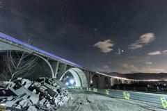 光り輝く橋と星