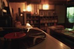 レコードの流れる古民家