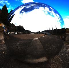 彫刻家井上武吉氏の球体