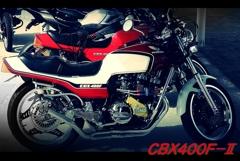 CBX400F。