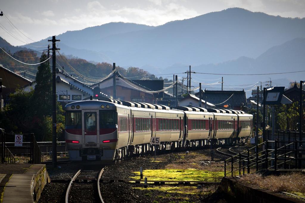 竹田城下を走り去る。