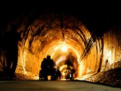 湊川隧道。