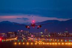 夜の函館空港
