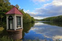 秋の給水塔