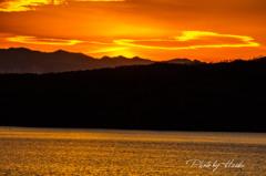 夕焼けの狭山湖