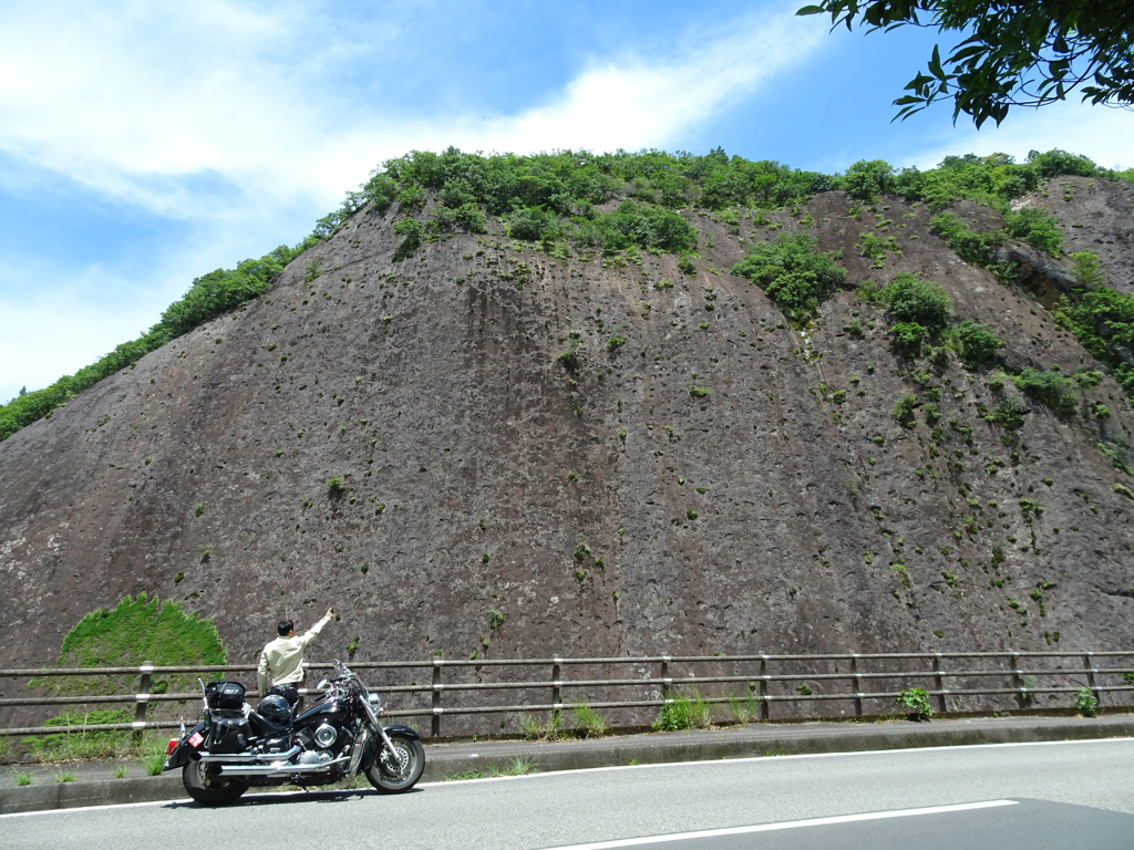 古座川の一枚岩。