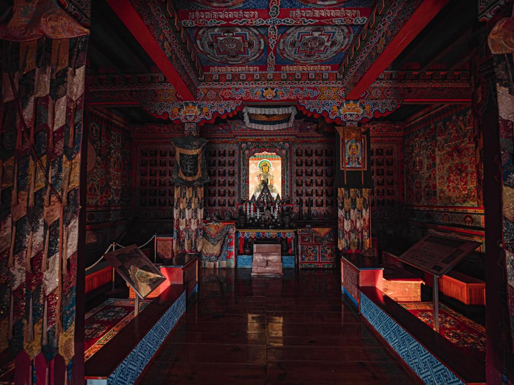 ネパール仏教寺院 祭壇