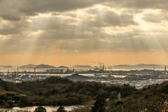 工業地帯と光芒