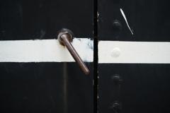 ドアを開けろ