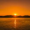 直島 宮浦港から見た夕日