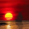 帆船と夕焼けの海
