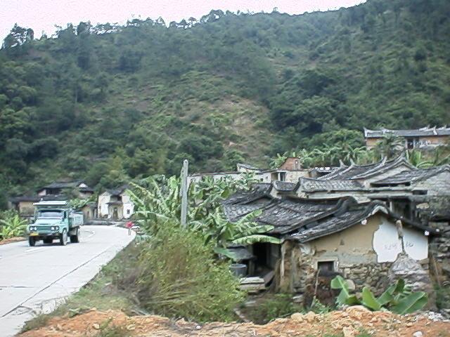 峠道とトラック