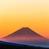 赤く染まる富士