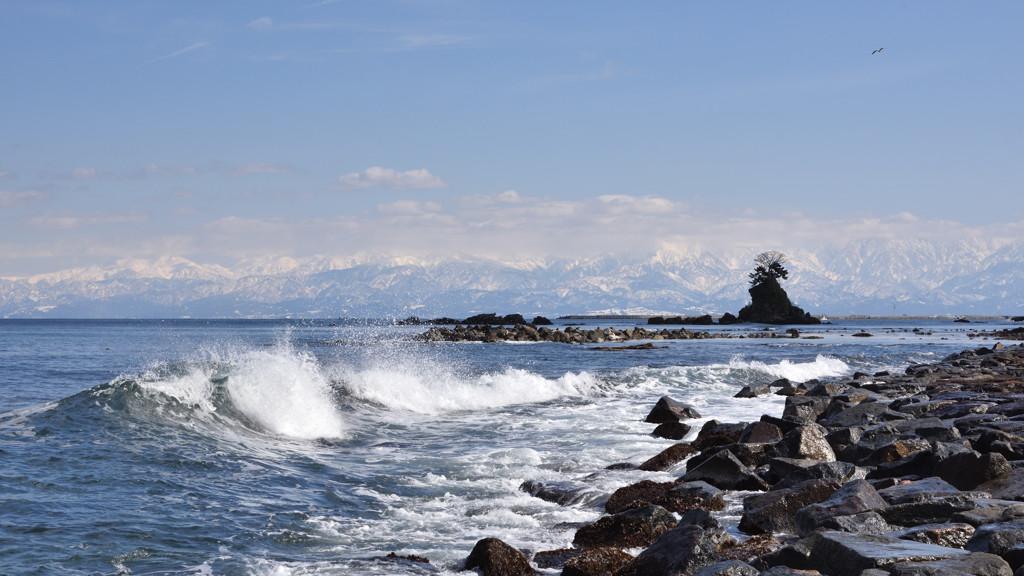 冬晴れの雨晴海岸