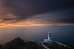 夜明けの灯台