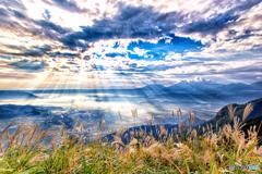 光芒の阿蘇谷