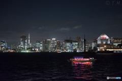 東京湾と屋形船
