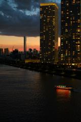 夕焼け空と屋形船