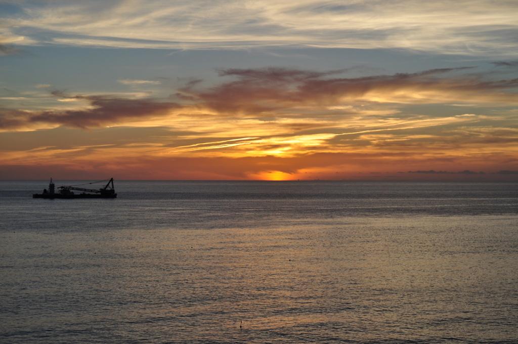 神津島 前浜海岸からの夕日 その1