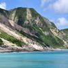 神津島 多幸湾から天上山を望む