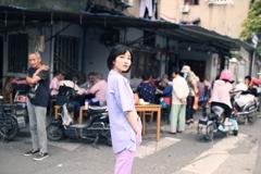 老上海 街角で麻雀を打つ景色