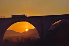 虎臥城大橋 日の出