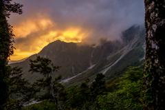 大山の朝焼