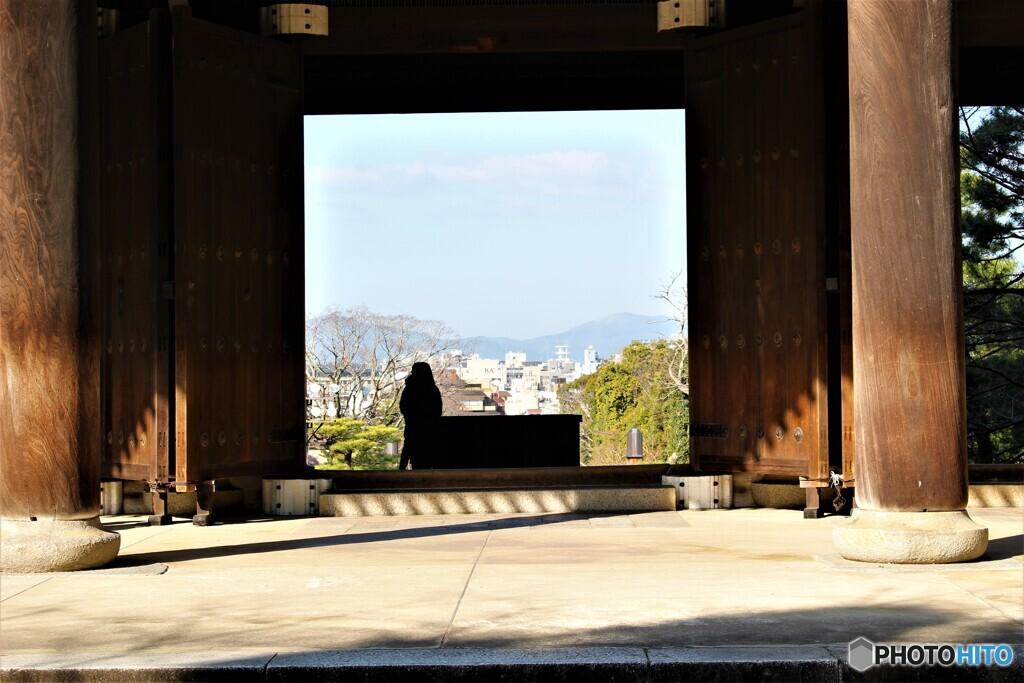 浄土宗総本山 知恩院 2020年2月11日火曜日祝日 京都 門からの景色
