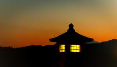 黄昏時の常夜燈