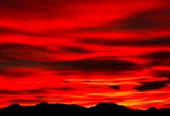 赤く焼けた空