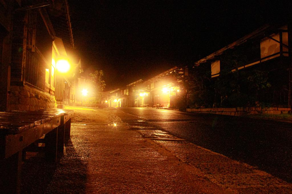 シトシトと雨の降る街角