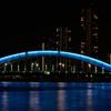 青い橋と隅田川
