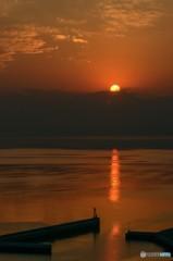 厚い雲と夕陽