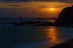 夜明け前の月入り風景 1(天草市の西海岸)
