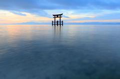 夏日の湖面に浮かび上がる--白髭神社 02