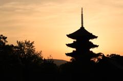 東寺の朝焼け 2