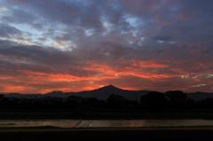 台風一過の比叡山 朝焼け