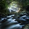 光芒の滝への流れ道