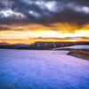 夕陽瞬く雪の丘