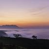 夜明け前の流れる雲の海