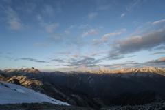 朝日の当たる槍ヶ岳