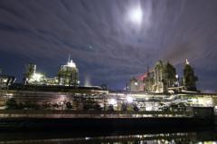 月夜の工場