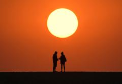 砂丘の上の二人