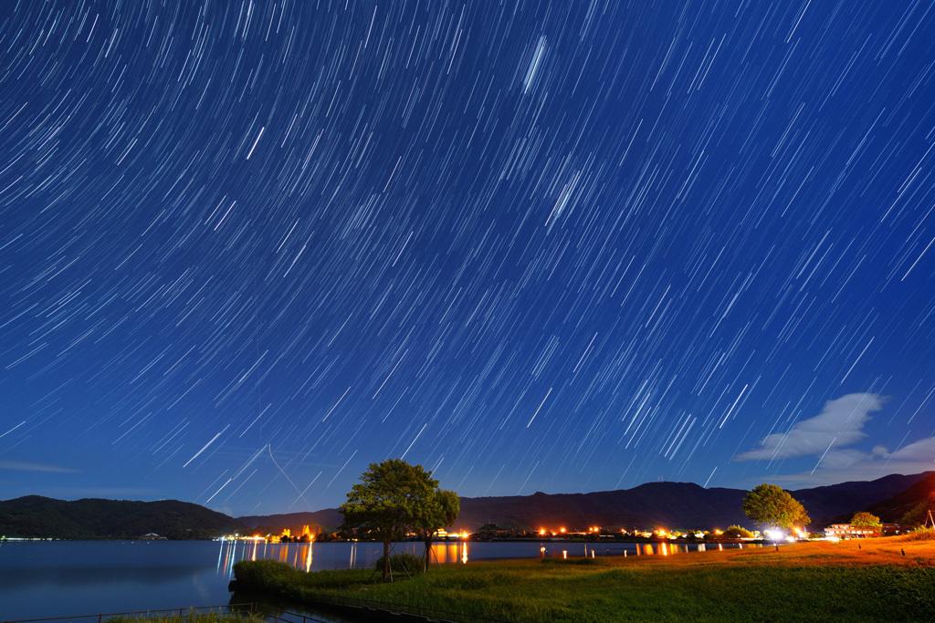 東郷湖に昇る冬の星座