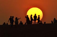 夕陽の丘の人々