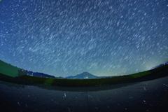 大山に昇る夏の星座